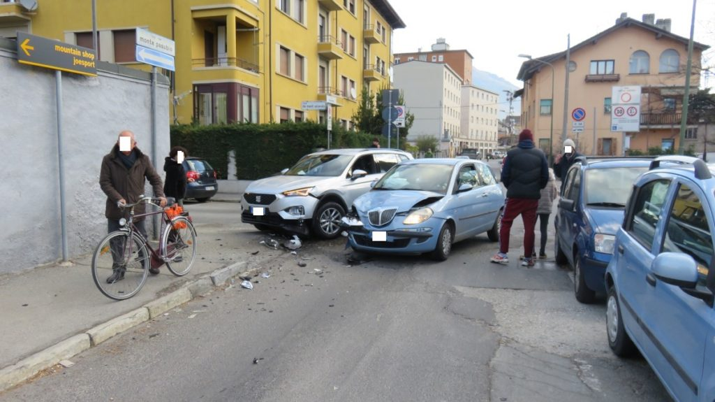 Incidente stradale in via Monte Solarolo